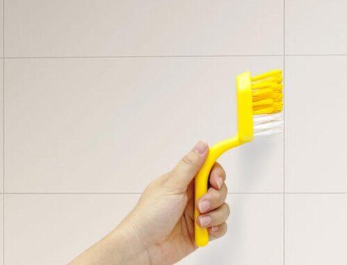 Πως να καθαρίσετε αποτελεσματικά τους αρμούς στα πλακάκια σας με οικολογικές μεθόδους.